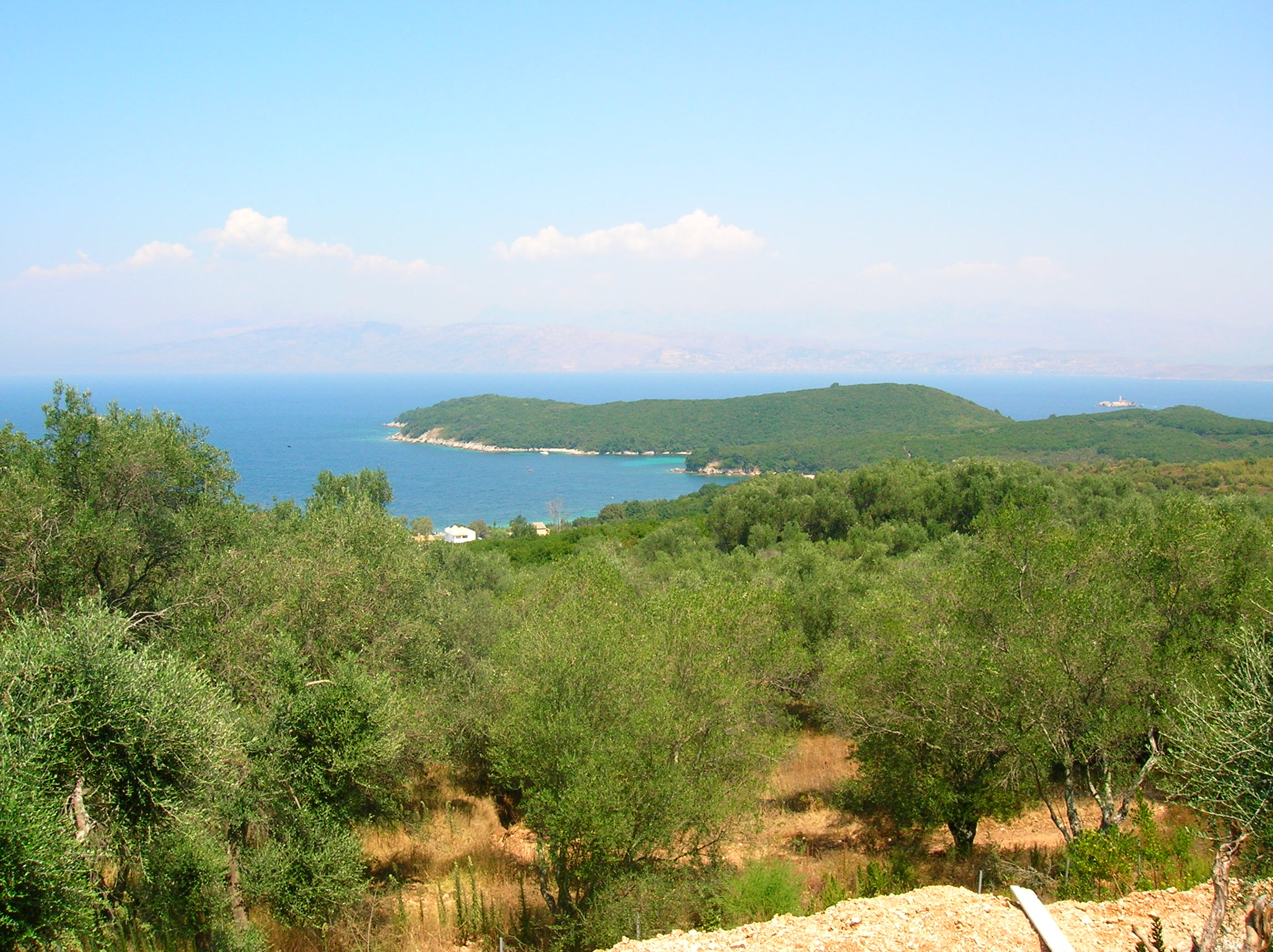 Vente terrain constructible avlaki corf grece avlaki for Construction piscine zone non constructible