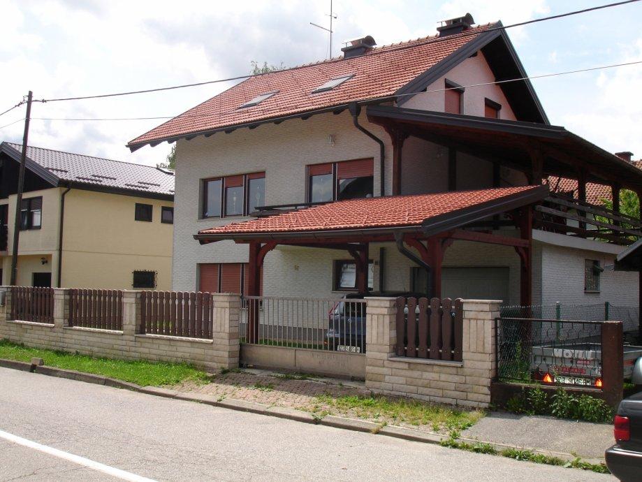 Vendita villa samobor regione di zagabria croazia for Piani di garage con deposito soffitta