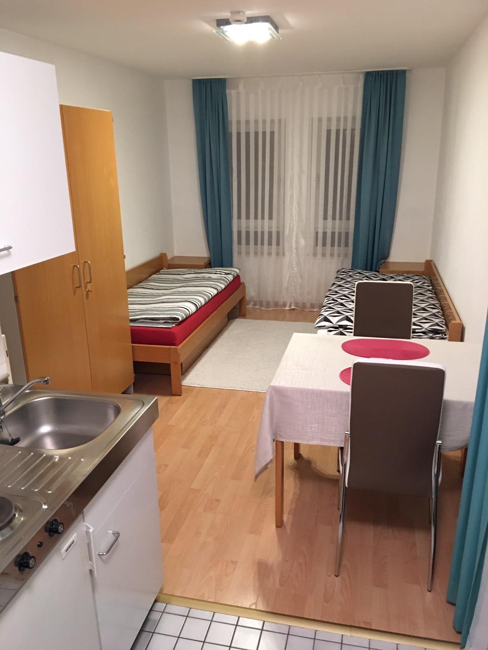 zu vermieten zimmer mannheim mannheim deutschland halmhuberstra e 4. Black Bedroom Furniture Sets. Home Design Ideas