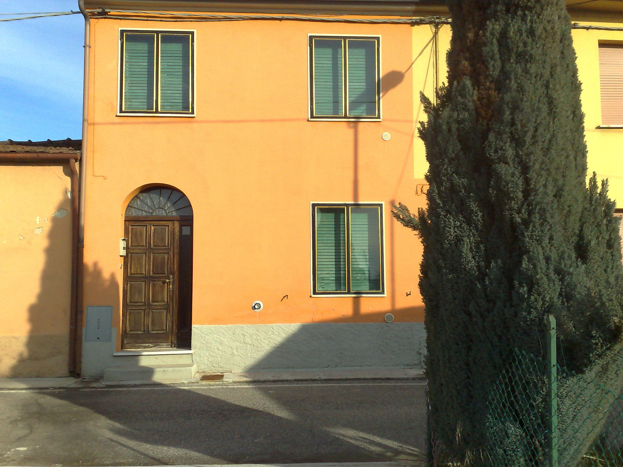 Vendita bilocale ostiglia mantova italia via naviglio for 3 piani di garage per auto con stanza bonus