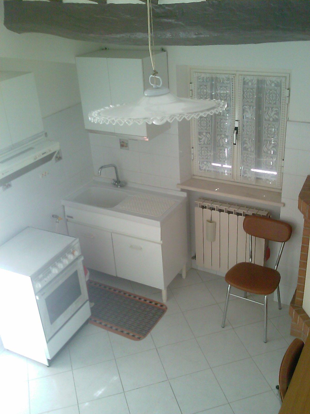 Vendita casa indipendente castelraimondo macerata for Case con 4 camere da letto con seminterrato finito in vendita