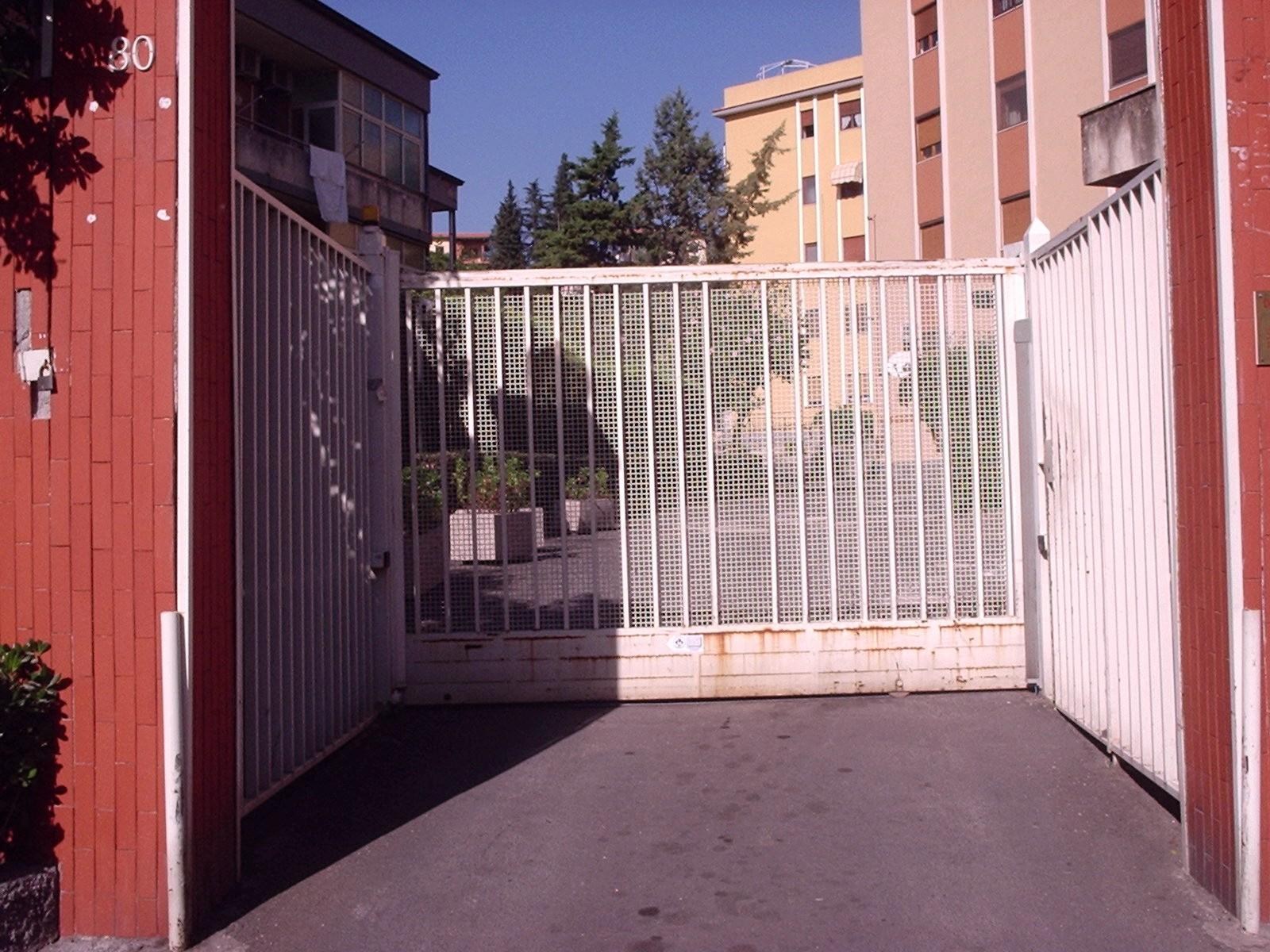 Vendita box garage gravina di catania catania italia for Entrata del mudroom dal garage