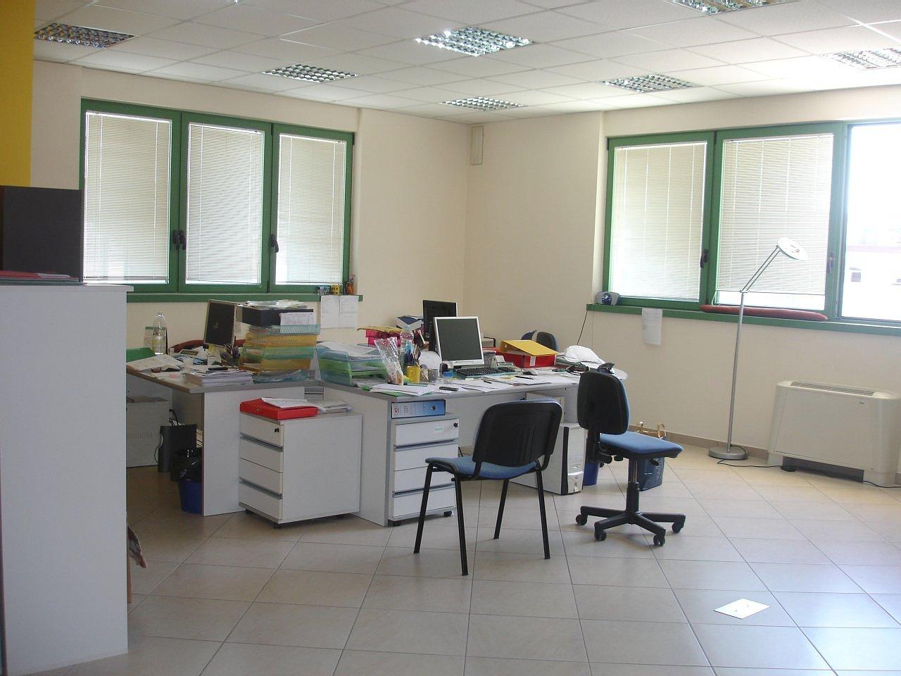 Affitto ufficio rughi porcari lucca italia via romana for Affitto ufficio