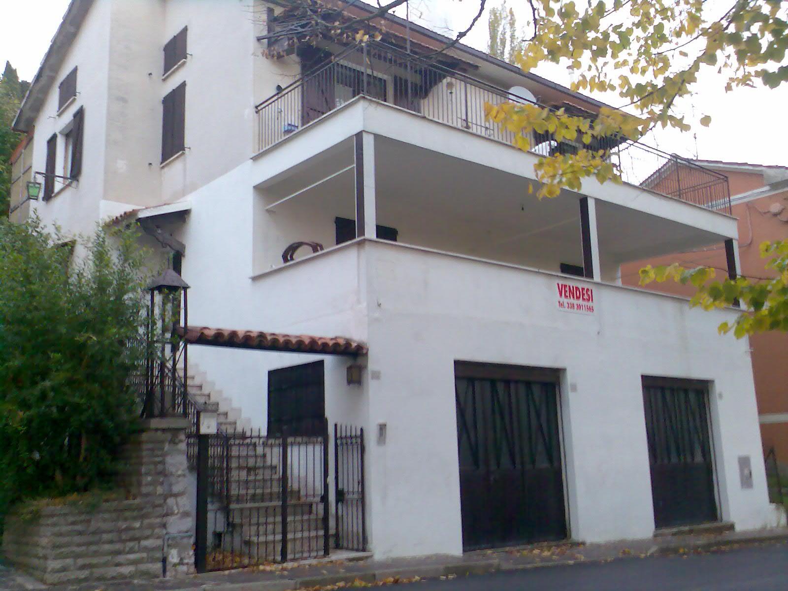 Vendita villa pietralunga perugia italia pietralunga for Piani di garage con deposito soffitta