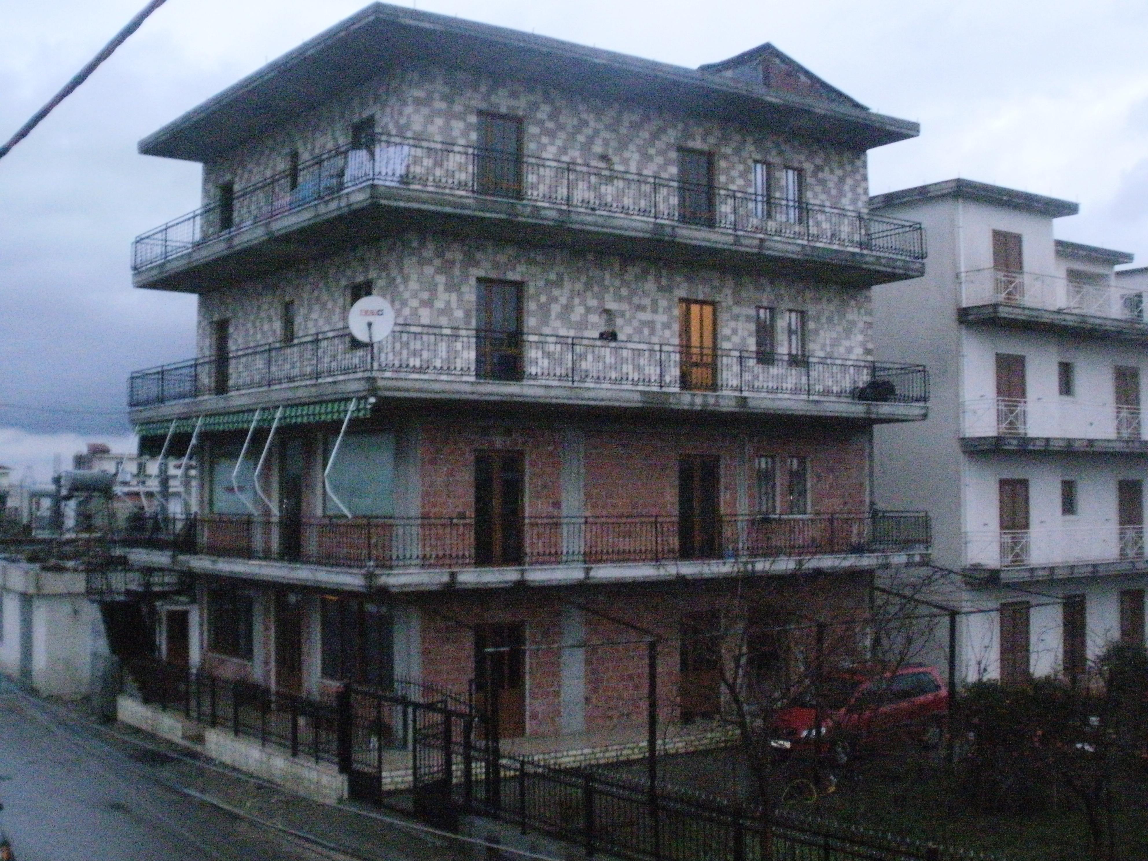 Vendita altro commerciale kamez tirana albania for 4 piani di casa ranch di box auto