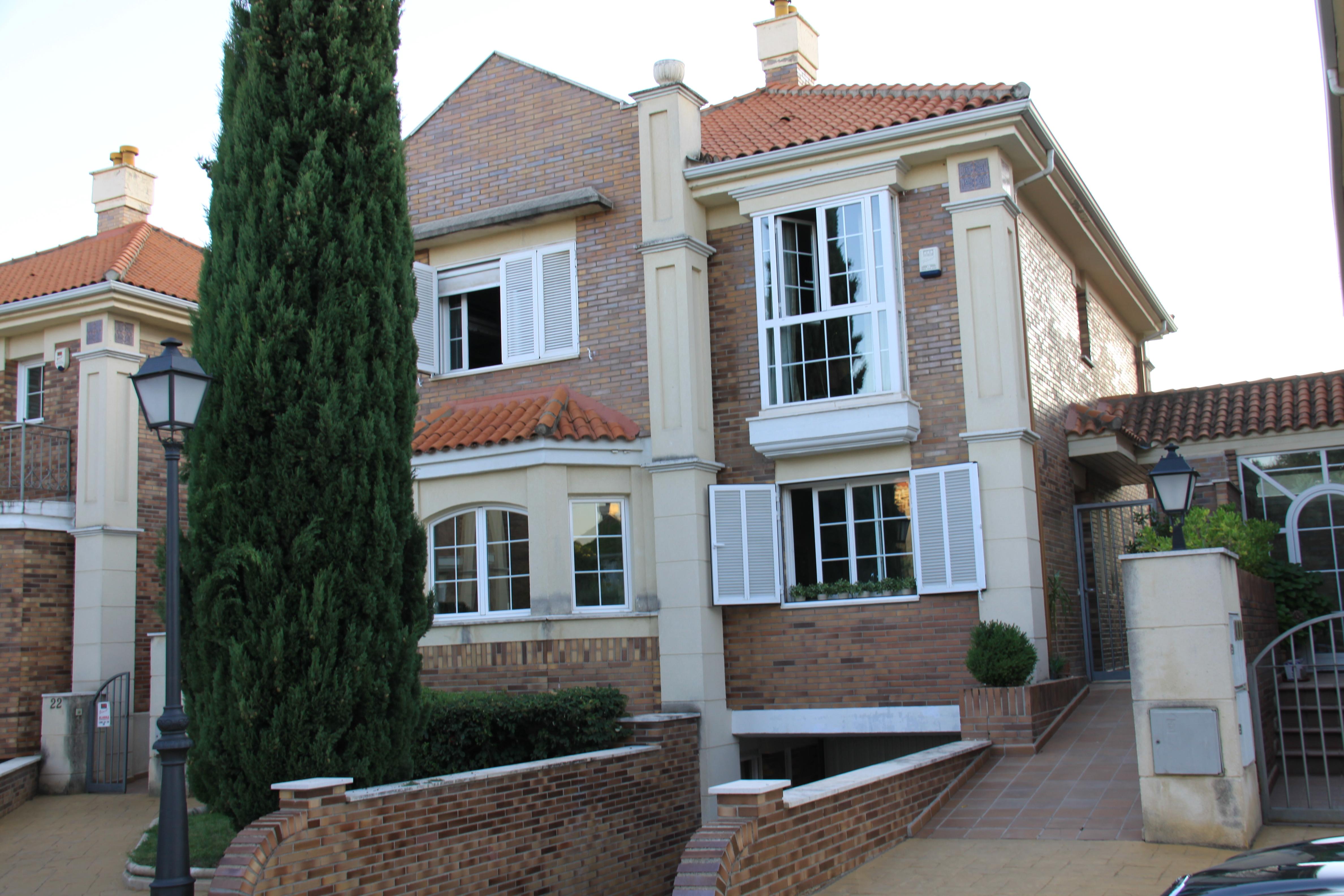 M k villa monterrozas madrid hispaania calle alimoche - Molino de la hoz ...